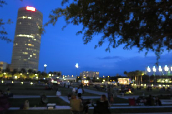 Curtis Hixon Waterfront Park: Great View of Downtown Tampa From the C. Hixon Park.