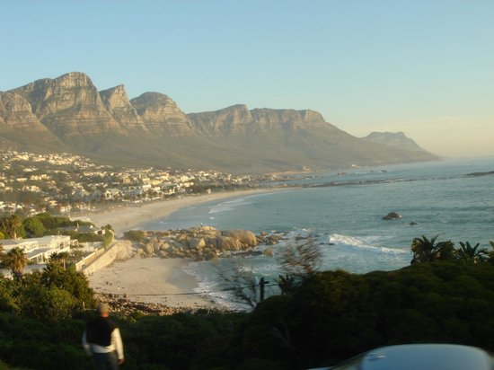Dongola Guest House: View of Camps Bay