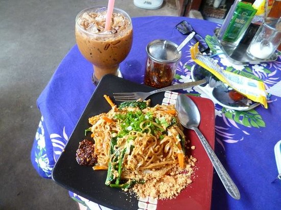 Kungs Cafe: Pahd Lao (with extra chili piled on!)
