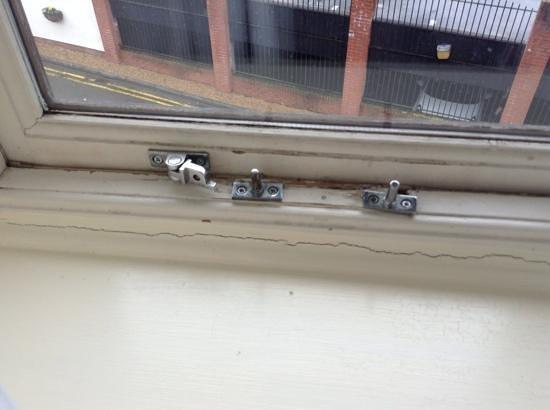 The Bridge Hotel: Broken window.