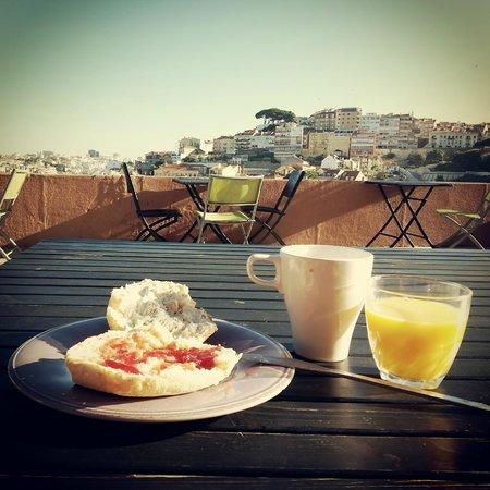This is Lisbon Hostel : Ontbijtje met een prachtig uitzicht!