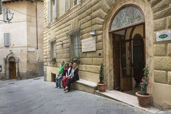 Hotel Tre Donzelle: Facciata