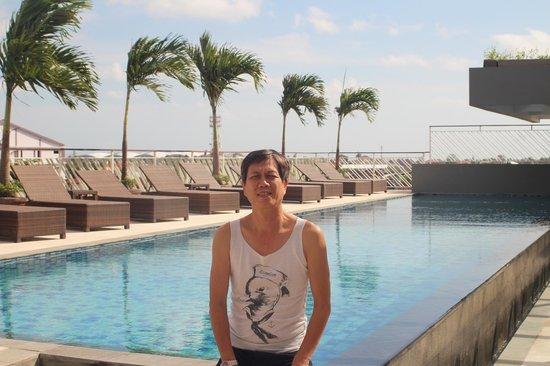 Primebiz Kuta Hotel: KOLAM RENANG DILANTAI TERATAS