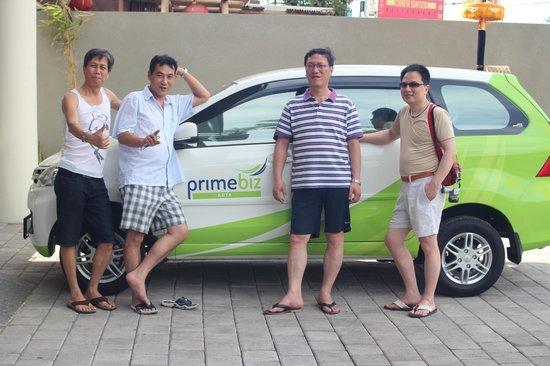 Primebiz Kuta Hotel: DI PARKING CAR