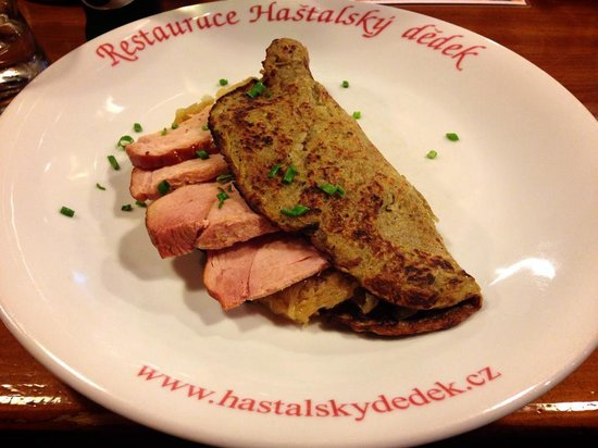 Hastalsky Dedek: Potato pancake with sauerkraut and smoked meat. Delicious!