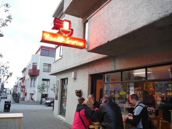 Noodle Station: 店外觀