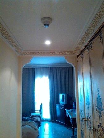 Mogador Opera Hotel: habitacion con estuco muy bonita