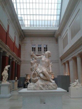 The Metropolitan Museum of Art: Statue greche