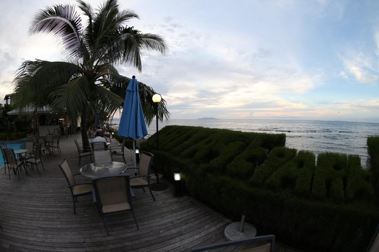 Heritage Park Hotel Honiara: Looking out to sea