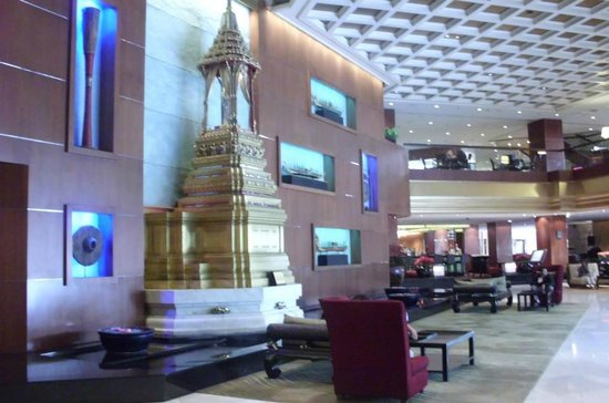 Royal Orchid Sheraton Hotel & Towers: Lobby area