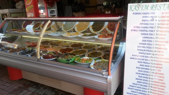 Kasim Restaurant: türkish mezes open  Buffet mice