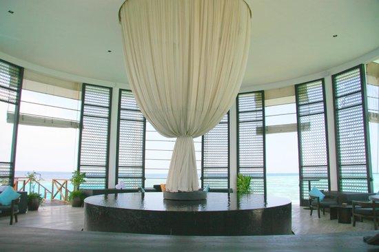 Dhevanafushi Maldives Luxury Resort Managed by AccorHotels: RECEPCION