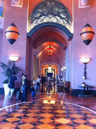 Atlantis, The Palm: Reception Area