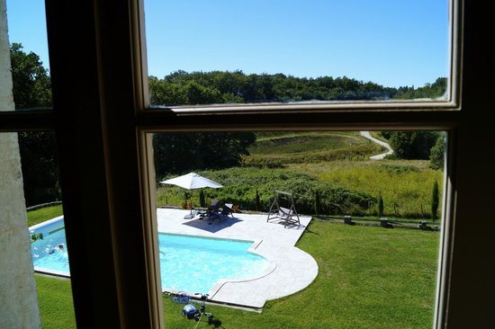 Domaine de Montboulard : swimming pool and views from corridor