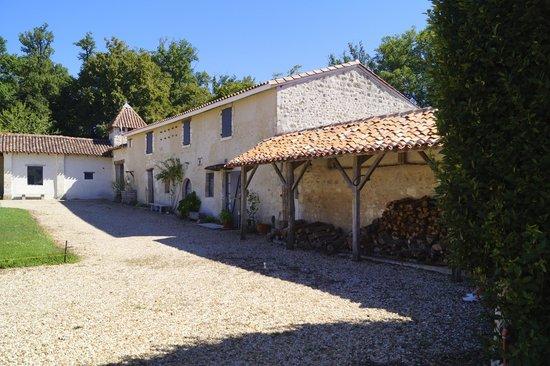 Domaine de Montboulard : side buildings