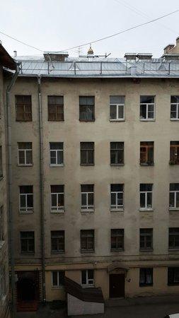 Prestige Hotel : Вид во двор