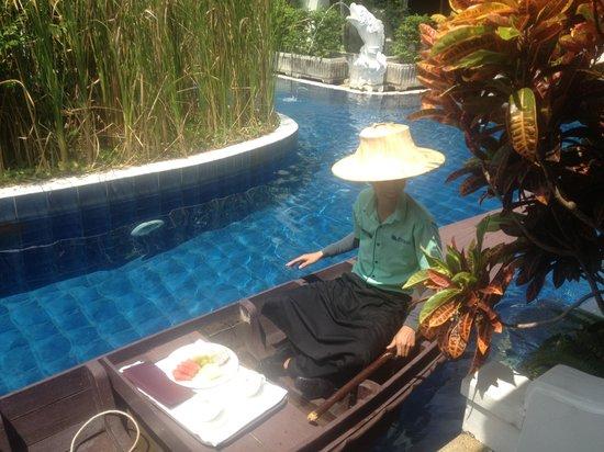 Access Resort & Villas : Room service anyone