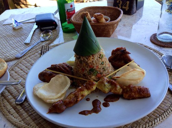 Candi Beach Resort & Spa: Nasi Goreng!! Even wears it's own party hat!!