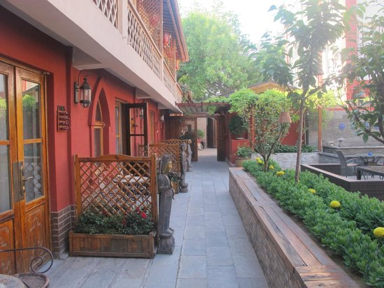 Red Wall Garden Hotel: the street