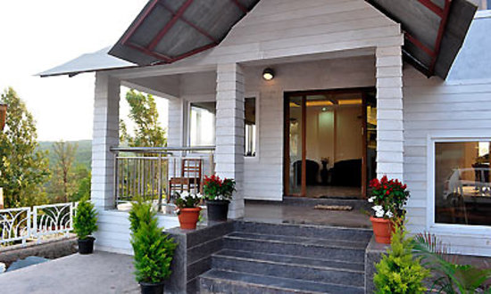 Sky Inn Bungalow: entrance