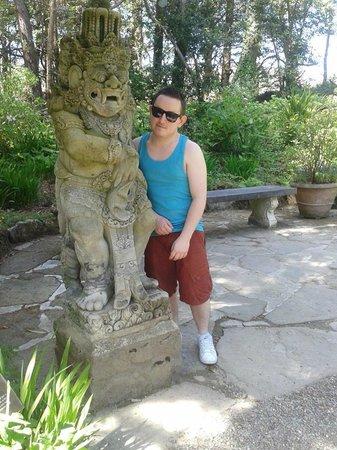 Castillo Glenveagh: Statue in Glenveagh Gardens