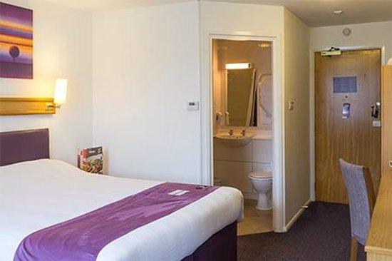 Premier Inn Glenrothes Hotel: Room