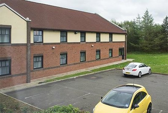 Premier Inn Glenrothes Hotel: View from room to the left