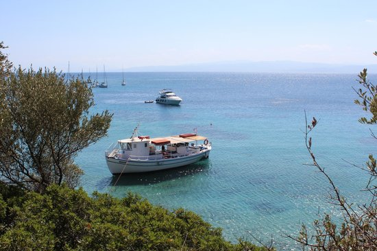 Eleni Boat Tours: stop off for lunch