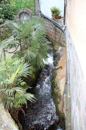 Hotel Villa Ruscello: Ruscello all'interno del giardino