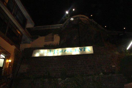 Hotel Himalaya: AMAZING ENTRANCE