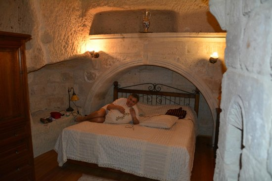 Sultan Cave Suites: The bed