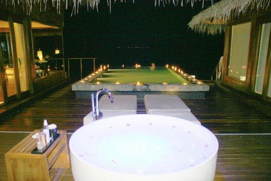 Jumeirah Dhevanafushi: DETALLE DEL HOTEL POR MI CUMPLEAÑOS