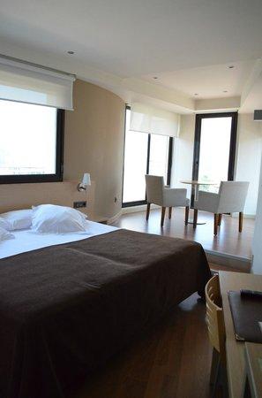 Hotel Codina: Top floor room
