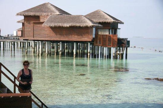 Jumeirah Dhevanafushi: VILLA SOBRE EL AGUA
