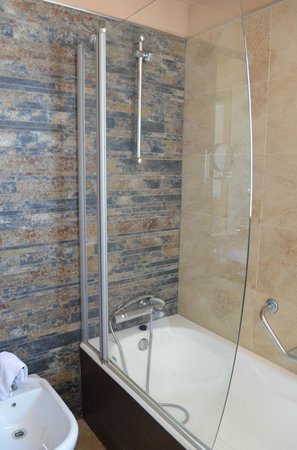 Hotel Codina: shower