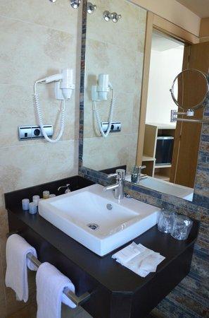 Sercotel Hotel Codina: Bathroom