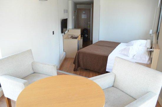 Sercotel Hotel Codina: Looking back at the room