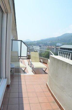 Sercotel Hotel Codina: Balcony loungers