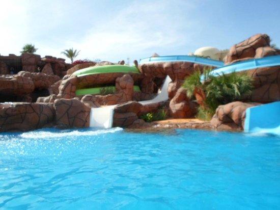 Hauza Beach Resort: piscina