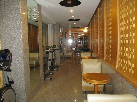 May Hotel : centre de remise en forme accès au sauna