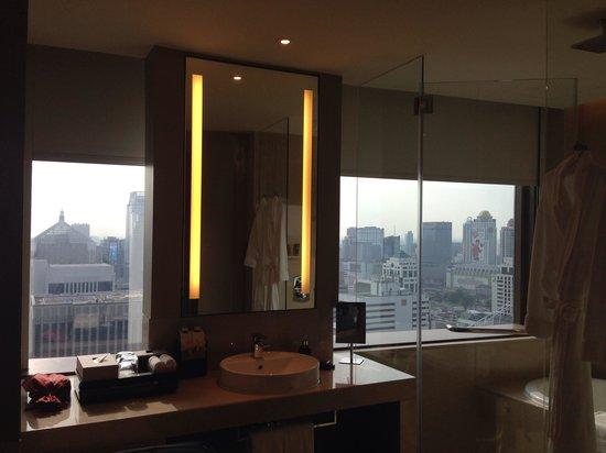 The Okura Prestige Bangkok : Corner suite bathroom