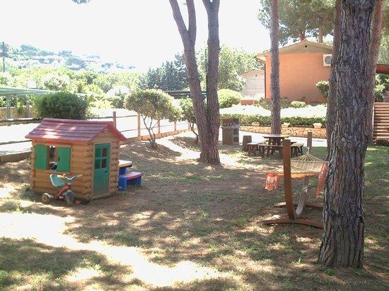 Residence Le Grazie Est: Giochi per baby in pineta