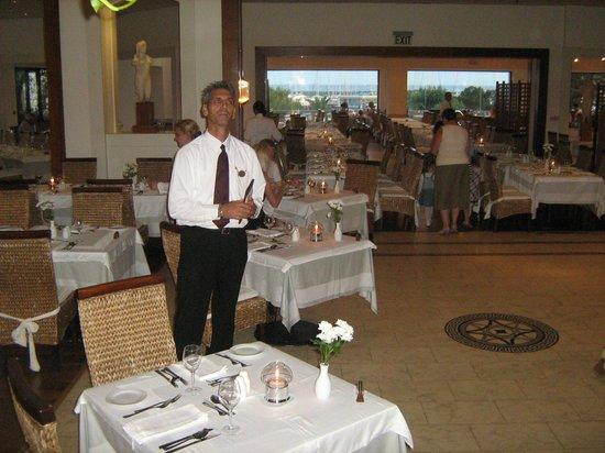 St Raphael Resort: ресторан