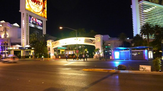 Best Western Plus Casino Royale : View from outside the front of Casino Royale