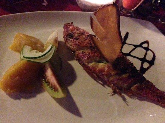 Pirogue Restaurant & Bar: Pesce fresco alla griglia, job fish, semplice e delizioso