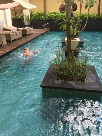 Anantara Seminyak Bali Resort: private pool shared by 3 suites