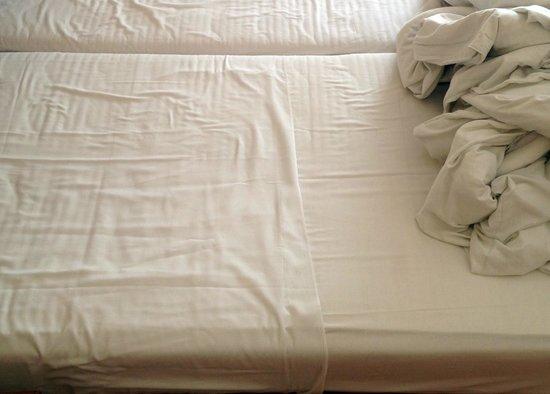 City Hotel Budapest Tarashaz: Bedding