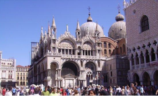 Piazza San Marco (Place St Marc) : piazza con i suoi monumenti