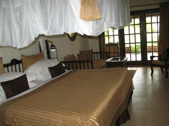 Breezes Beach Club & Spa, Zanzibar: Мой номер - кровать с балдахином