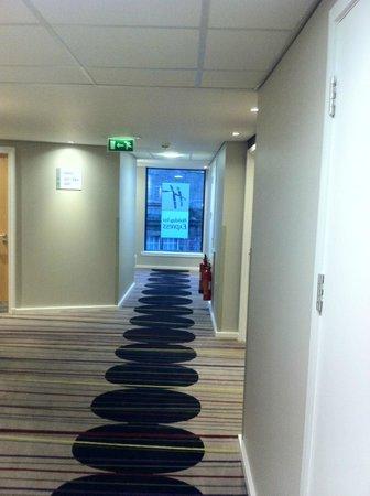 Holiday Inn Express Dundee: hallway
